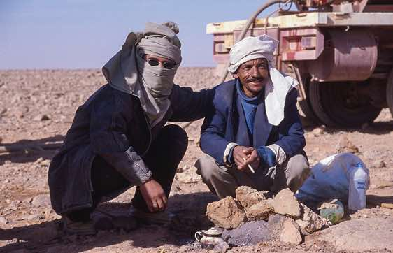 Desert kitchen. Our Libyan drivers prepare food for lunch.