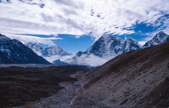 Great mountain views as you descend from the Cho La pass towards Dzonglha